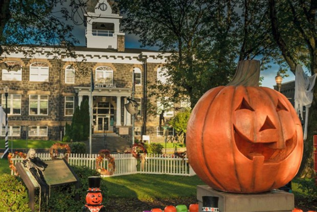rs_1024x686-150908160411-1024-2halloweentown.ls.jpg